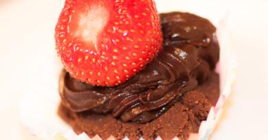 Eplemuffins med sjokoladefrosting (ingen steking)