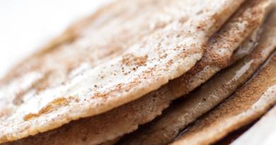 Sunne pannekaker med havre og eple